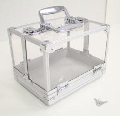 this acrylic poker chip carrier will hold 600 poker chips